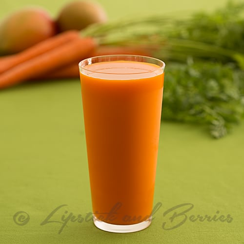 Carrot-Ginger-Juice-with-carrots--113WEB