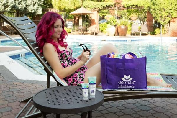 How to Protect your skin from the sun, and the best natural sunscreen! #dermae #ashleydiana