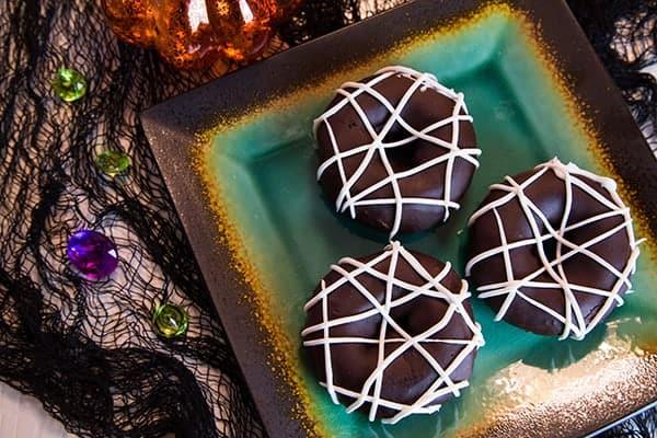Pumpkin Chocolate Glazed Spider Web Donuts #plantbased #halloween