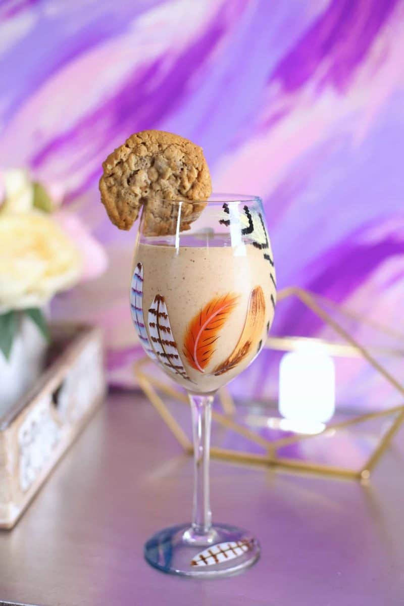 oatmeal raisin cookie smoothie